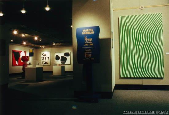 """Exposition """"Marcel Barbeau - Le Fleuve en escales"""", au Centre Franco-Manitobain, Winnipeg, Manitoba, juin-juillet 2000. Une production du Musée du Bas-Saint Laurent. Photo Richard Faber, avec l'aimable permission du MBSL. © MBSL et ADAGP-PARIS pour Marcel Barbeau."""