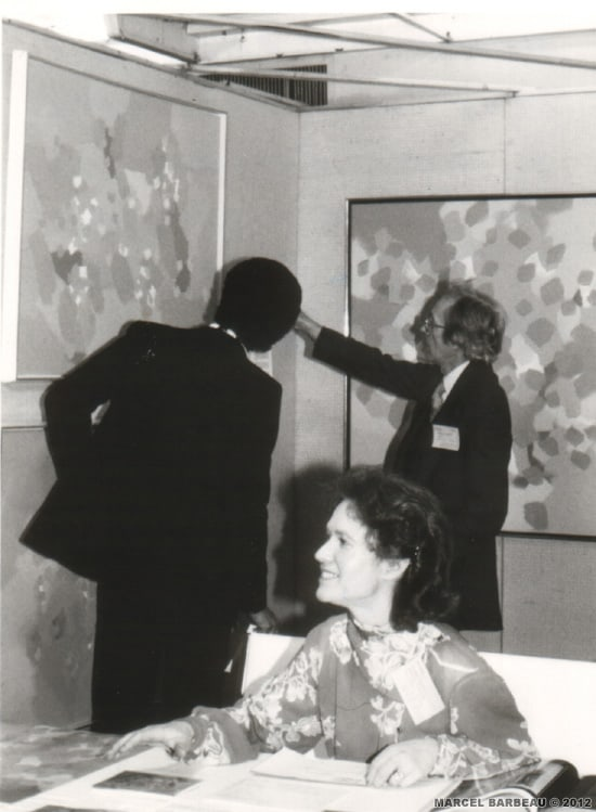 Marcel Barbeau et un amateur d'art à Art Expo, New York, 1982. Photographe inconnu.