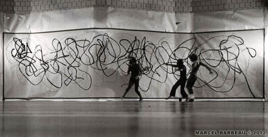 """Performance """"Danse frénésie"""" avec Anna Wyman Dance Theatre de Vancouver dans le cadre du festival Octobre en danse, Studio de la Place des arts, Montréal, octobre 1978. Photo Yvan Bpulerice pour Marcel Barbeau. © ADAGP- Paris pour Marcel Barbeau."""