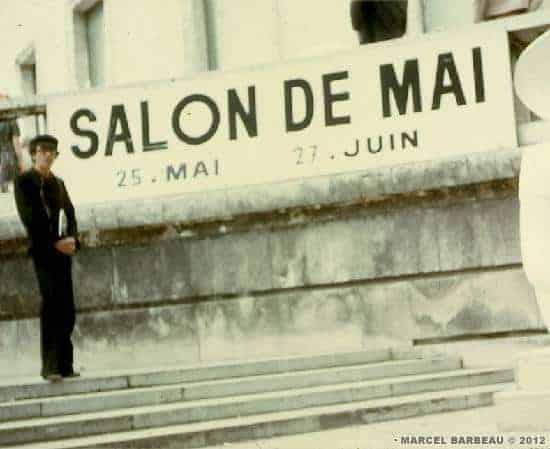 Marcel Barbeau in front of Musée d'art moderne de la Ville de Paris, Mai 1974. Photo Ninon Gauthier. © Ninon Gauthier.