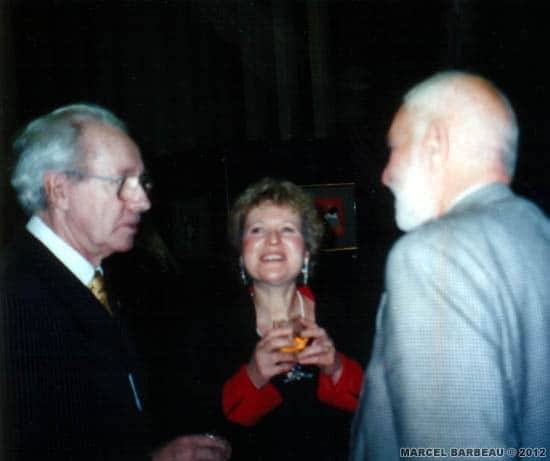 """Marcel Barbeau, Ninon Gauthier and the British sculptor Sir Anthony Caro at """"Marcel Barbeau's exhibition opening,""""Mastering the accidental"""", at Churchill College Gallery, University of Cambridge, october 30 1998. Photo Marie-Hélène Camus. Reproduction kindkly authorized by the photographer. © Marie-Hélène Camus."""